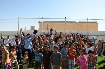 day_volunteers_and_syrian_refugee_kids_at_zaatari