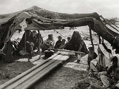 bedouin women weavin in israel ancient picture