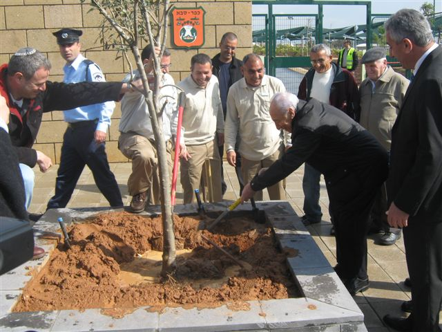 "Shimon Peres Inaugurates Israel's first ""Green City,"" Kfar Saba"