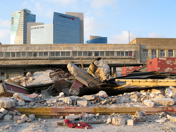 old-tel-aviv-bus-station-demolished