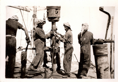 kuwait-oil-drill-1950-photo