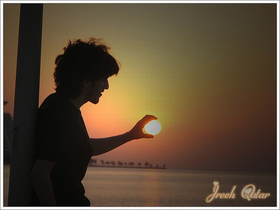 qatar sun in hands picture
