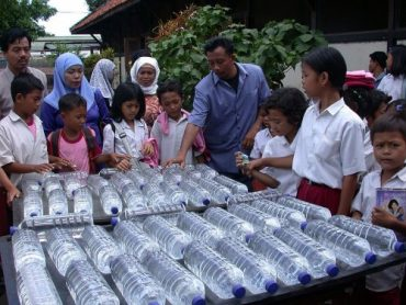 The SODIS Makes Light – And Water – Of Plastic Bottles
