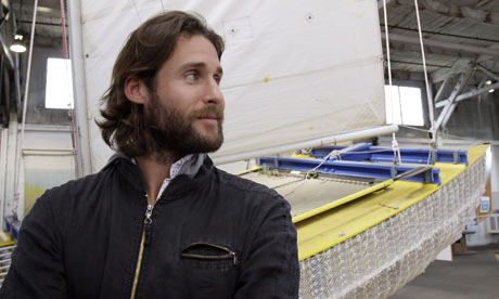 "David de Rothschild Bravely Sails Away To The Pacific's ""Plastic Island"""