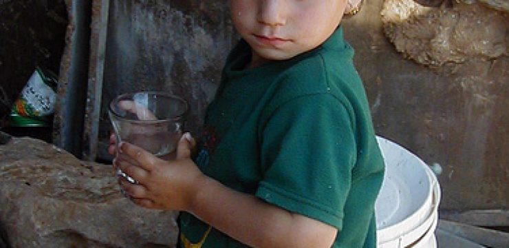 palestinian-child-drinking-water-green-prophet1.jpg