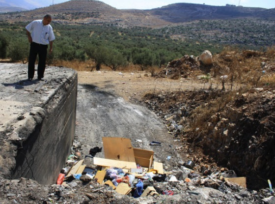 Israeli Arabs and Jews Throw Out The Garbage Together