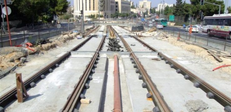 light-rail-tracks-in-jerusalem1.jpg