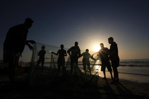 Seaside, Gaza Fishermen Grow Own Fish