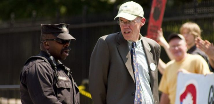 Bill-McKibben-arrested-at-White-House-550x366.jpg