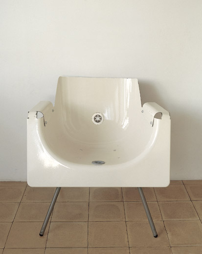 Squeaky Clean Bath Tub Chair Design