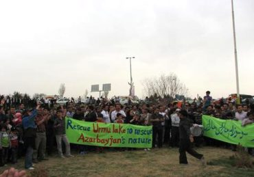 Police Beat, Tie-Up, and Fire On Citizens Protesting Dying Ramsar Protected Lake in Iran