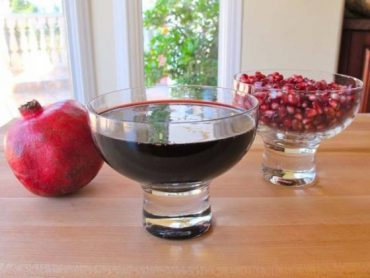 RECIPE: Homemade Pomegranate Molasses