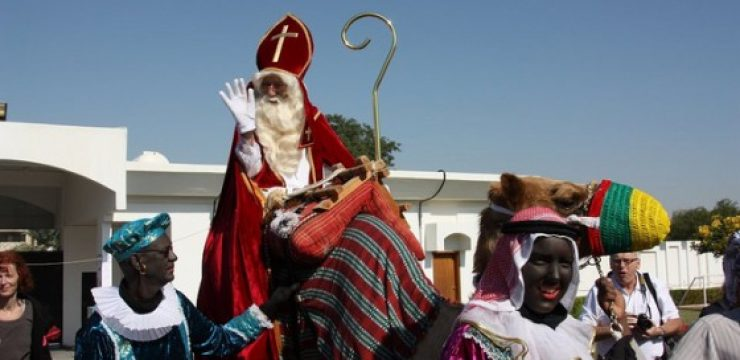 Santa-on-a-camel-qatar.jpg