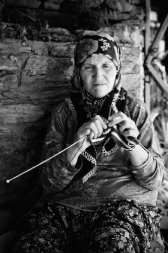 women turkey knitting