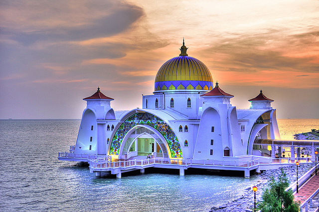 The World's Most Beautiful Mosque in Malaysia is Vulnerable to Rising Seas