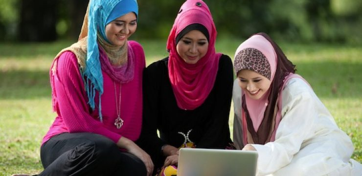 muslim-women-apple-computer.jpeg