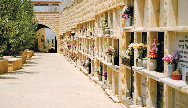 New Israeli Cemeteries Focus on Dense Burial…and Adding Charm
