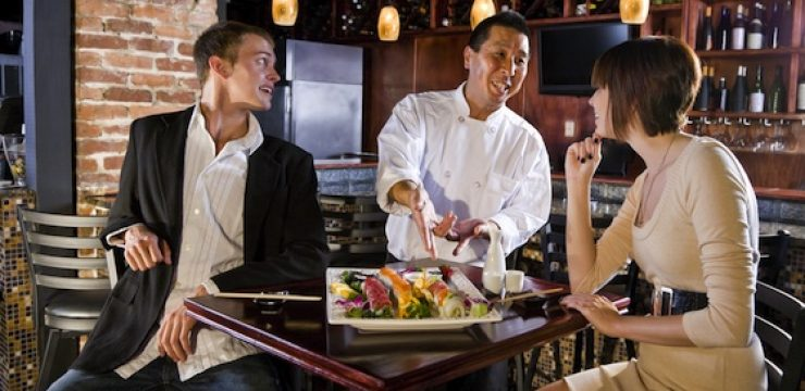 couple-eat-sushi-japanese-restaurant.jpg