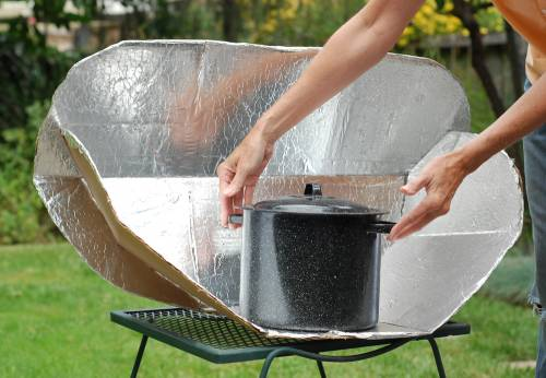 Build a solar cooker and let the sun do your cooking with for Chauffer sa piscine au solaire