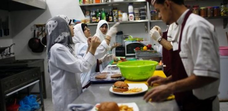 rsz_workers_gaza_deaf_restaurant.jpg