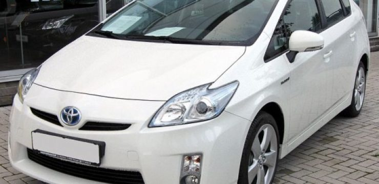 800px-Toyota_Prius_III_20090710_front.jpg
