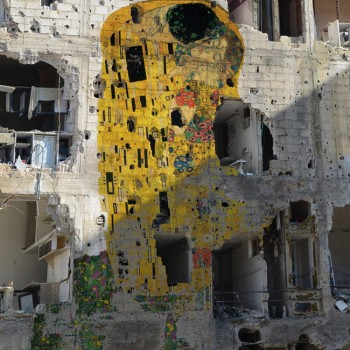 Tammam Azzam's version of Klimt's The Kiss
