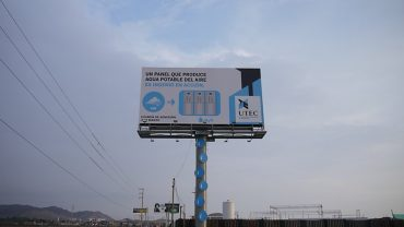 Billboard Extracts Clean Drinking Water from Air (Photos)
