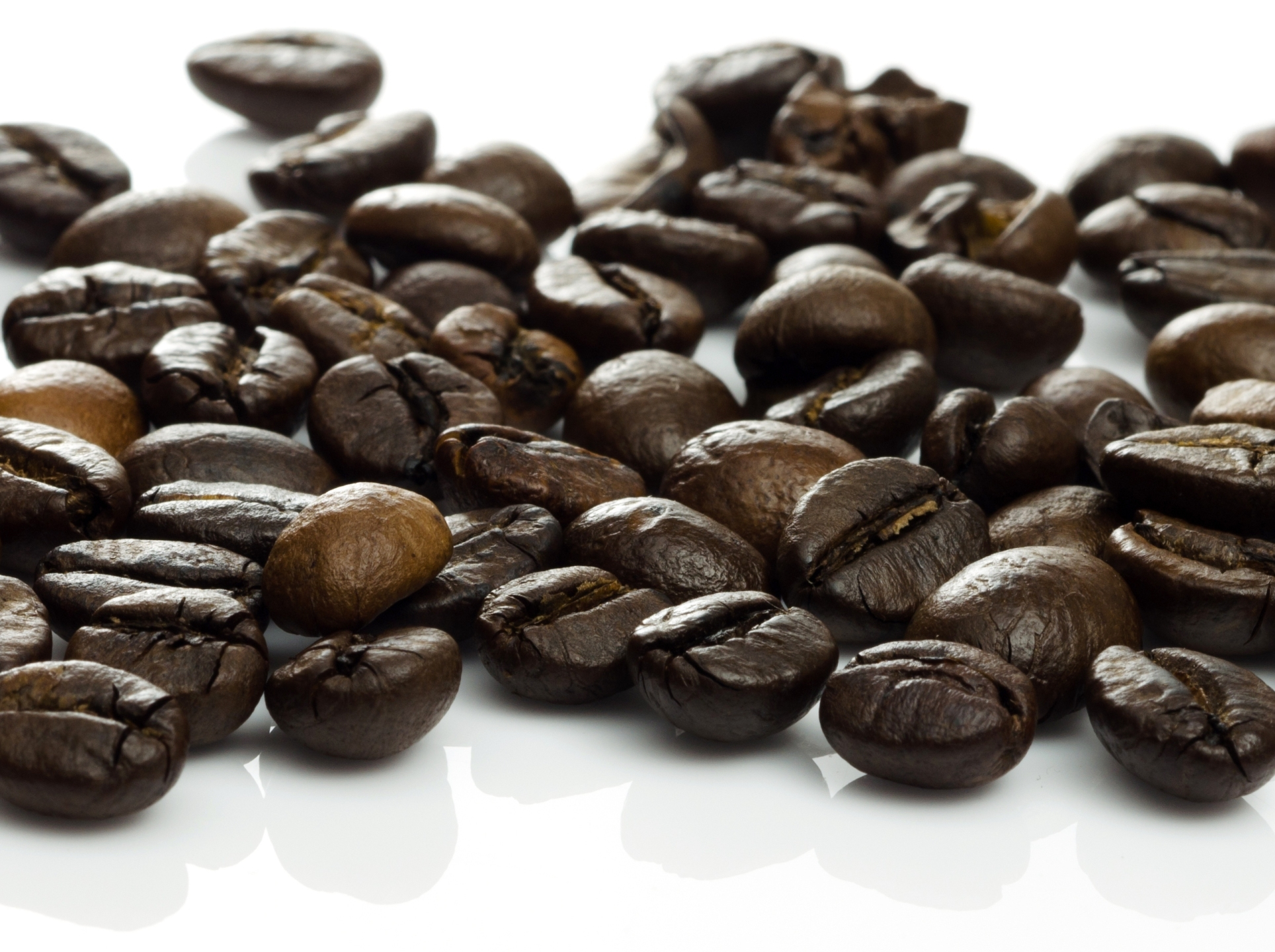 15 Surprising Green Uses for Coffee Grinds (Used and New)