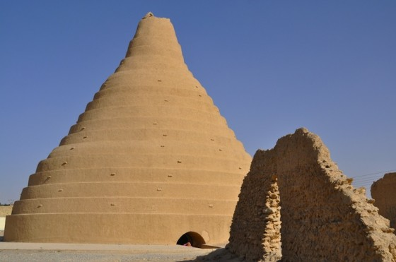 Ice-House-in-Iran-560x371.jpg