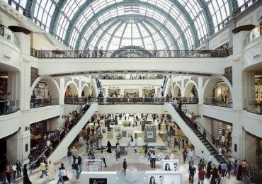 Dubai's Mall of the Emirates Fuels the Shopping Cult