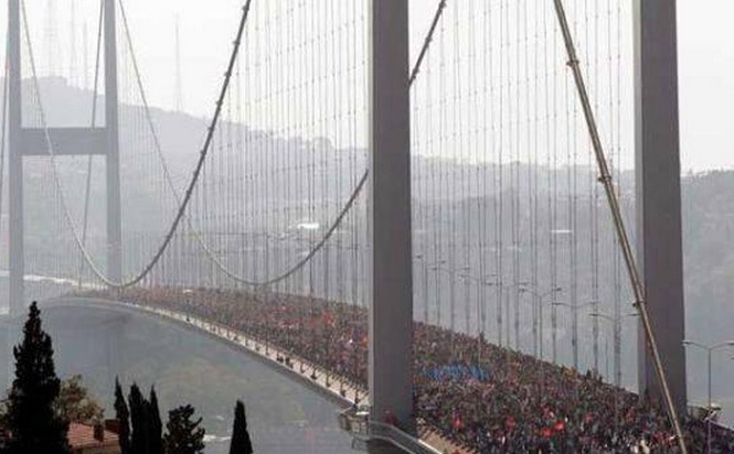 http://www.greenprophet.com/wp-content/uploads/2013/06/occupy-gezi-bridge-bosphorus-protest-turkey.jpg