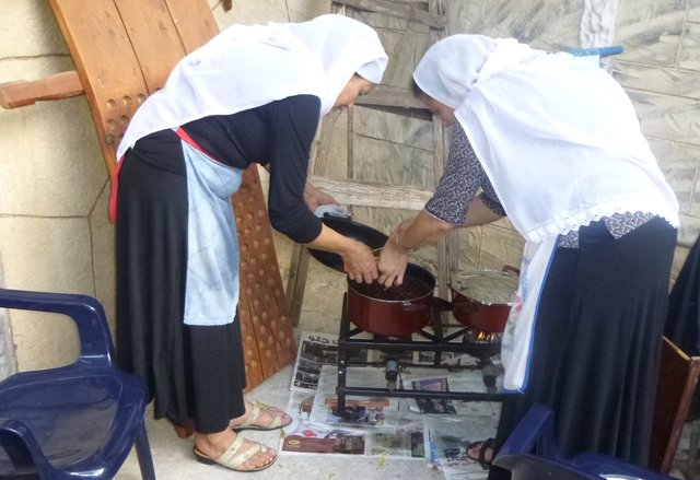 traditional druze women cooking