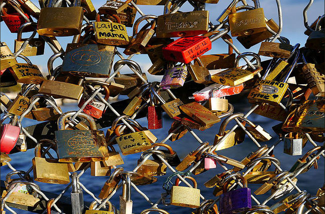 Algeria's Controversial Love Lock Bridge Rebrands Suicide