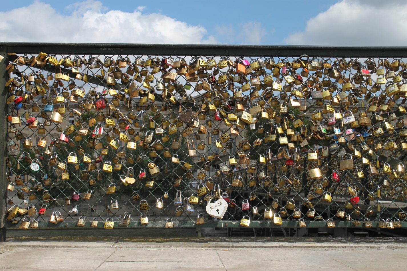 Paris love locks, locksmiths