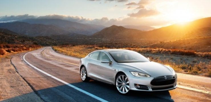Tesla-Motors-Model-S-Sports-Salon-560x373.jpg