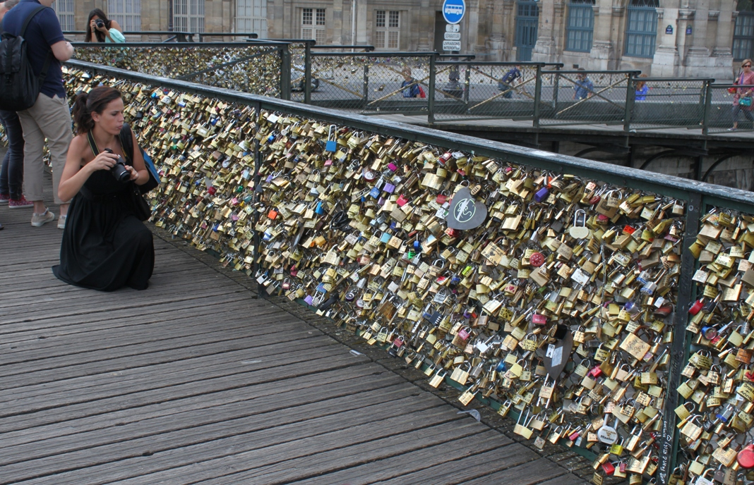 Algeria 39 s controversial love lock bridge rebrands suicide for Love lock bridge in paris