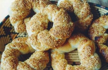 Make Simit, the Iraqi Bagel with Sesame Seeds