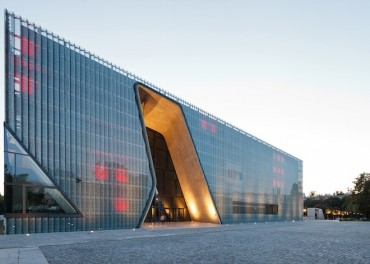 Breathtaking New Museum on Warsaw Ghetto Site Commemorates Polish Jews