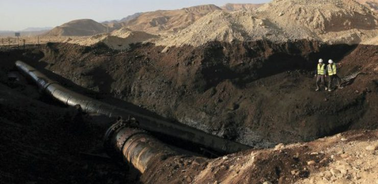AP-photo-of-cleanup-efforts-at-Arava-oil-spill.jpg