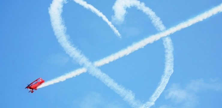 Airplane-smoke-making-heart.jpg