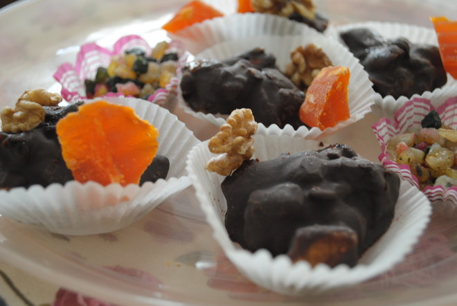 purim chocolate clusters
