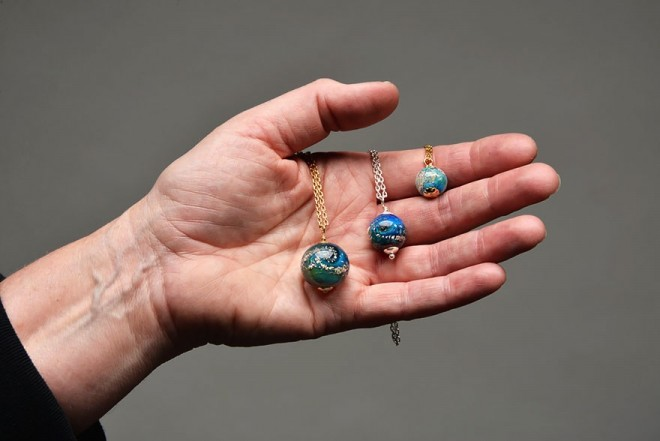 Cremated people turned into jewelry