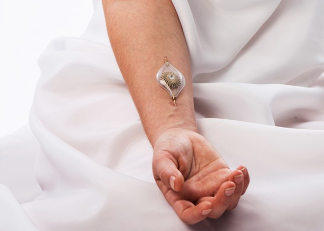 Jewelry that turns human veins into power source