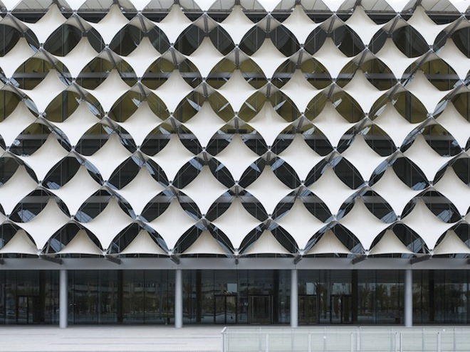 Shading fabric shields King Fahad National Library from Saudi sun