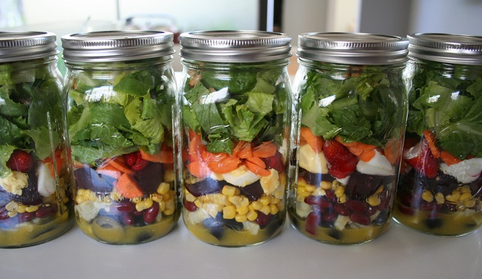 Mason jar salads: cheap eats for a healthier planet