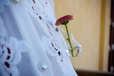 Wearable Boutonnière Vase Keeps Floral Scents Close to Your Chest