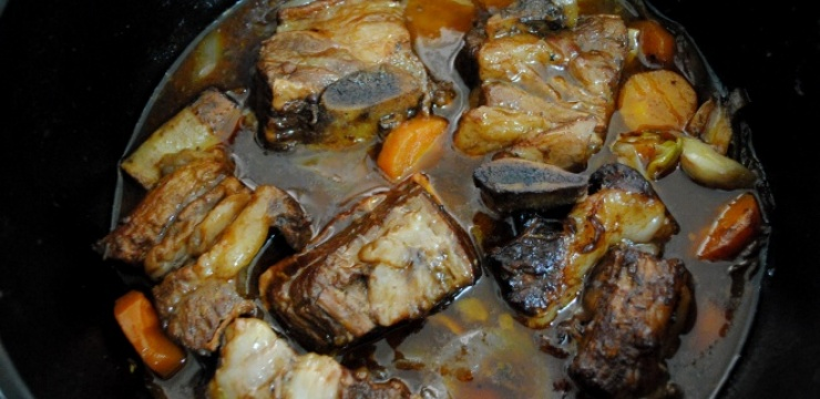 Short-ribs-with-carrots.jpg