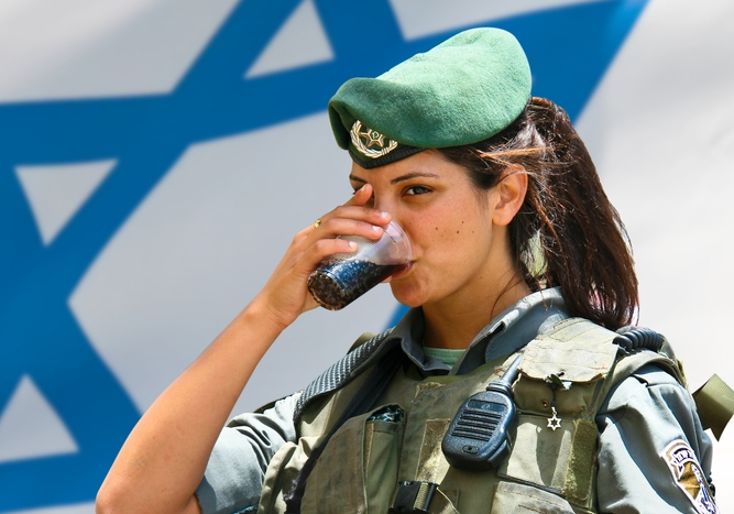 Vegan Israeli soldiers have a beef about army grub