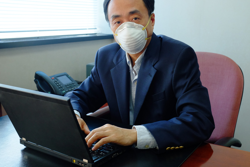 air-pollution-indoor-desk
