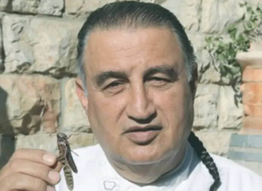 chef moshe basson with locusts